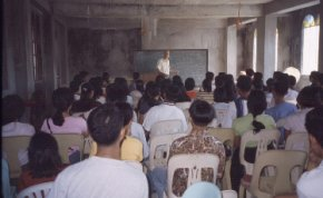 Steve Wallace speaking to the young people at Laoag